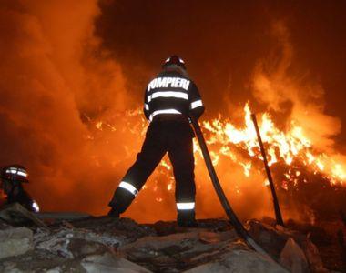 Flacari pe o suprafata de 3.000 de metri la Arad. Rampa de gunoi a orasului a luat foc
