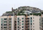 Senzational! Un om de afaceri si-a construit propriul munte pe acoperisul unui bloc