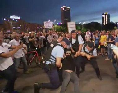Un jurnalist din Romania a anuntat ca un protestatar a murit in urma incidentelor din...