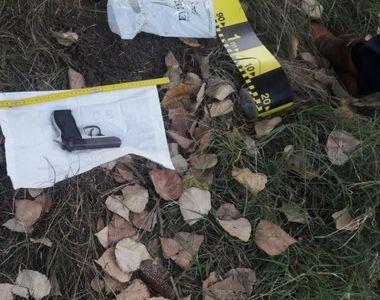 Barbatul care a furat arma femeii jandarm i-a condus pe anchetatorii la locul in care a...