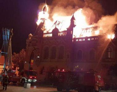 Incendiu de proportii la Oradea. Cladirea Episcopiei Greco-Catolice a fost cuprinsa de...