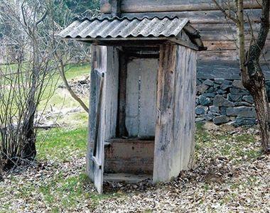 Un barbat din Vaslui si-a dat foc in WC-ul din fundul curtii. Barbatul suferea de o...