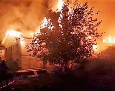 Incendiu puternic intr-un complex de locuinte sociale din Cernavoda. 15 familii au...
