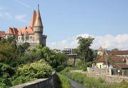 Castelul Corvinilor, vecinul hotelului de lux al celui mai bogat parlamentar din Hunedoara. Cum arata cladirea care se afla de trei ani in santier