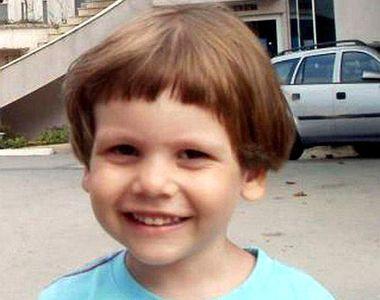 Au trecut 5 ani de la moartea lui Ionut , copilul sfasiat de maidanezi. Mama lui a...