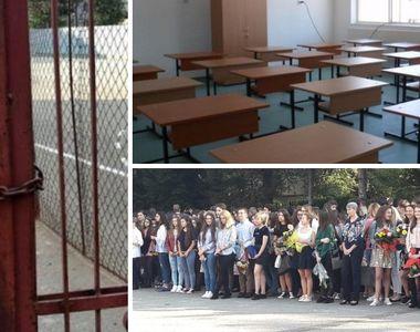 Sute de elevi s-au pregatit de prima zi de scoala, insa la festivitate au gasit usile...