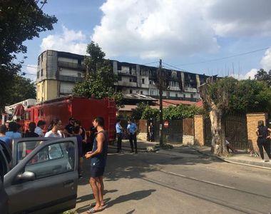 Incendiul care a distrus un bloc din sectorul 5 scoate la iveala mai multe nereguli in...