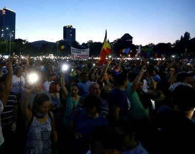Protest in Piata Victoriei! Oamenii au iesit din nou in strada, la o luna de la...