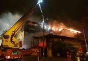 Un bloc din Bucuresti a fost mistuit de un incendiu, iar oamenii au cerut ajutor la primarie. Ce le-a raspuns primarul sectorului 5 oamenilor care au ramas pe drumuri