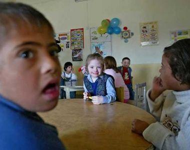 """Strigatul disperat al mamei unui copil cu sindromul Down: """"Pentru Clara scoala a..."""