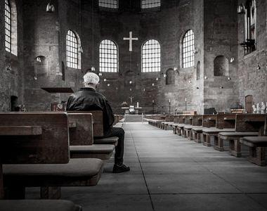 Un barbat, care facea lucrari de renovare in interiorul unei biserici, a cazut de pe...