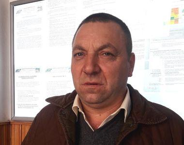 Un vatman din Iasi a ajutat o batrana care se sprijinea de un cadru sa urce in tramvai:...