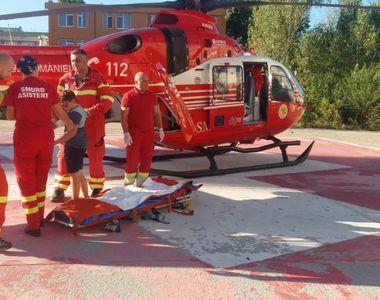 Copil de 10 ani, ranit dupa ce a ramas agatat cu bratul in gardul unei scoli!