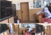 Imagini uluitoare filmate intr-un liceu din Romania. Un elev distruge o tabla de scris cu sabia - In loc sa il opreasca cineva, colegii lui se distrau de mama focului