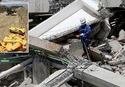 Cadavrele victimelor cutremurului din Indonezia, aduse cu mai multe camioane si aruncate intr-o groapa comuna