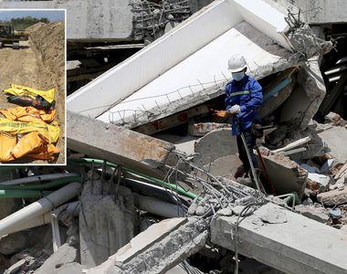 Cadavrele victimelor cutremurului din Indonezia, aduse cu mai multe camioane si...