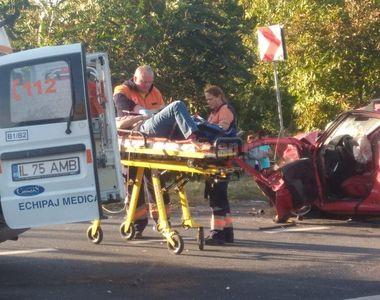 Doua masini s-au ciocnit violent pe E85, in judetul Ialomita! Victimele sunt in stare...