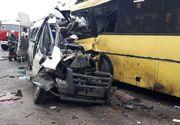 Accident cumplit pe autostrada! 13 persoane au murit, iar alte cateva zeci sunt prinse intre fiarele contorsionate
