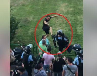 Protestatarul care a lovit cu piciorul un jandarm la protestul din 10 august a fost...
