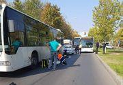 Accident cumplit, astazi, in Bucuresti. O femeie a fost lovita de o masina si proiectata in geamul unui autobuz!