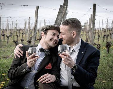 Vacanţă gay în România! Britanicii plătesc bani grei să-l caute pe Dracula alături de...