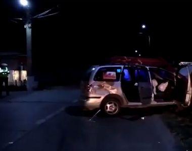 Şapte persoane, printre care şi doi copii, rănite într-un accident în care au fost...