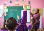 Elevi terorizaţi de învăţătoare! Dascălul ţipă şi râde în timpul orelor