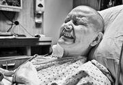 Soţia lui a fost diagnosticată cu cancer, iar el nu s-a dezlipit de patul ei, până în ultima clipă. Povestea lor o să te facă să plângi în hohote