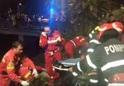 Accident dramatic în Bucureşti! O maşină a căzut în râul Dâmboviţa. Salvatorii sunt la faţa locului
