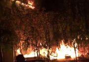 Incendiu puternic într-un complex studenţesc. Zeci de pompieri la faţa locului