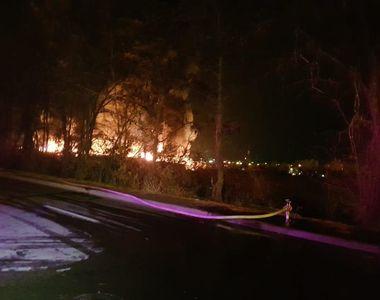 Incendiu de proporţii la un depozit de uleiuri folosite şi vopsea din Sibiu