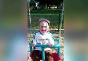 """Ştefan, un copil de nici 2 ani, s-a stins din viaţă, după o operaţie. Părinţii spun că medicii au intervenit prea târziu: """"Vii cu un copil sănătos şi pleci cu el în patru scânduri"""""""
