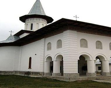 Comuna din România, unde se întâmplă miracole. O icoană făcătoare de minuni, de sute de...