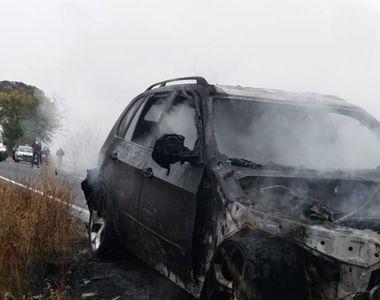 Clipe de groază pe o şosea din Arad după ce un autoturism a fost cuprins de flăcări