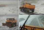 Ninge abundent pe Transfăgărăşan! Drumarii intervin în aceste momente pentru a îndepărta zăpada