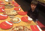 Imaginea tristeţii! A invitat 32 de colegi la ziua lui de naştere, dar nu a venit niciunul