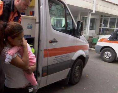 Fetiţă de 1 an, muşcată de porcul din ogradă. I-a retezat ambele urechi