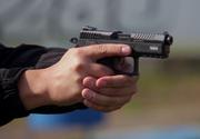 Fiul unui poliţist de frontieră s-a sinucis accidental cu arma tatălui său, chiar în faţa surorii