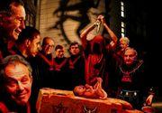 Ritual satanic în şcoli. Voiau să-şi ucidă colegii şi să le bea sângele. Două eleve de 11 şi 12 ani au şocat poliţiştii