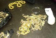 Trei kilograme de bijuterii de aur găsite în şosetele unui copil, pe Aeroportul din Cluj. Cine îl aştepta şi de unde venea
