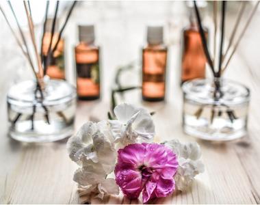 Beneficii ASCUNSE ale aromaterapiei! Cum te vindecă uleiurile esenţiale