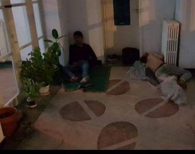 VIRAL. Oameni fotografiaţi în timp ce dorm pe holurile spitalului, la Brăila