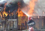 Femeie arsă de vie, în propria casă. Fiul ei se află la câţiva metri, dar n-a sesizat nimic. Ce făcea bărbatul