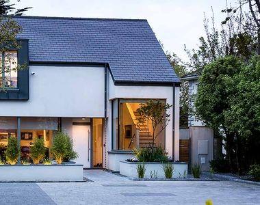 Casele inteligente care-şi produc singure energie - viitorul în construcţii