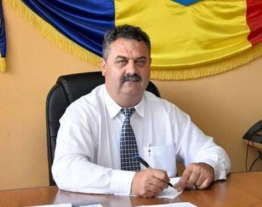 """Răsturnare de situaţie în cazul """"primarului-hoţ"""" din Vâlcea, care a furat un..."""