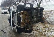 Accident grav. Un microbuz cu 19 pasageri s-a răsturnat. Care este starea victimelor