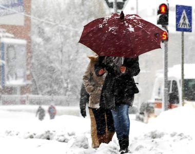 Vremea nu se joacă! Meteorologii au prelungit CODUL GALBEN de vreme rea. Care sunt...