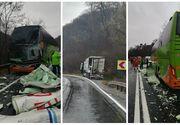 Trafic blocat pe DN1, după ce un TIR a intrat într-un autocar în care se aflau 25 de pasageri