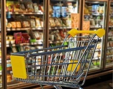 Preţurile pentru masa de Crăciun sunt uriaşe! Scumpirea alimentelor le va da mari bătăi...