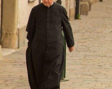 Un preot şi-a dat foc în faţa Catedralei Neamului! În urmă cu câteva zile i-a scris o...